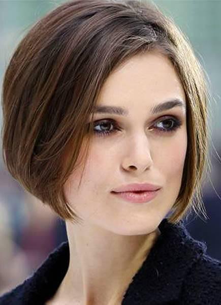 Taglio di capelli corti per un viso quadrato