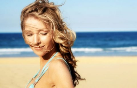 Proteggere i capelli dal sole, ecco alcuni consigli utili